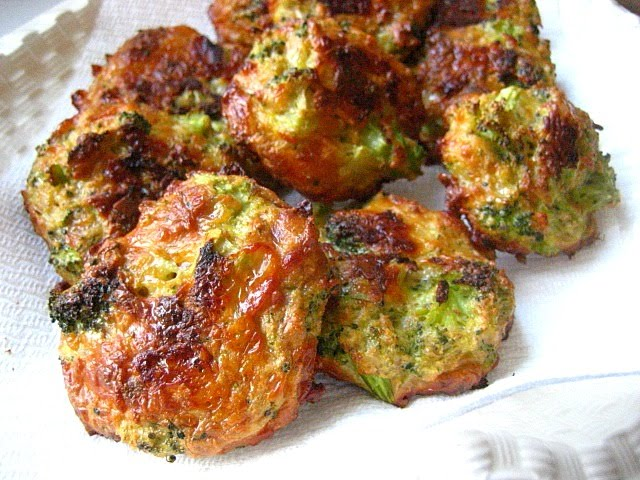 May 29,  · These Baked Broccoli Cheese Balls are an outrageously delicious meat-free meal or fabulous bites to serve at a gathering. Served with a Lemon Yoghurt Sauce/5(49).