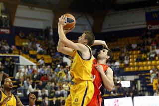 ACB PHOTO - Carroll se aprovechó de la debilidad defensiva exterior del Murcia para llevarse el MVP de la jornada