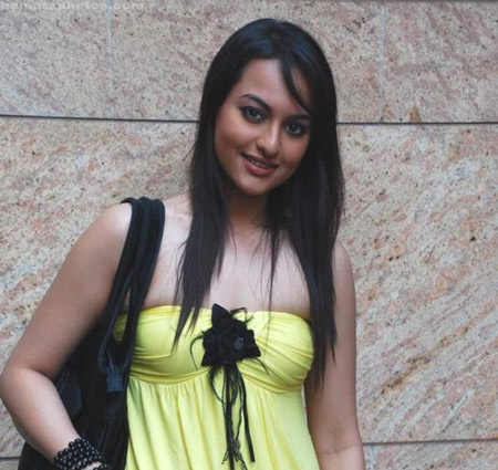 Sonakshi Sinha Pics Gallery ~ Wallpapers Adda