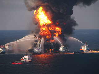 Deepwater Horizon oil platform on fire
