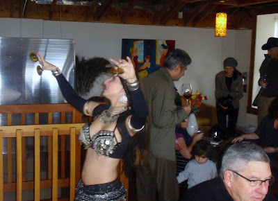 Photo of the belly dancer making a lot of noise with her clappers