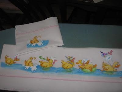 lençol de bébé com patinhos