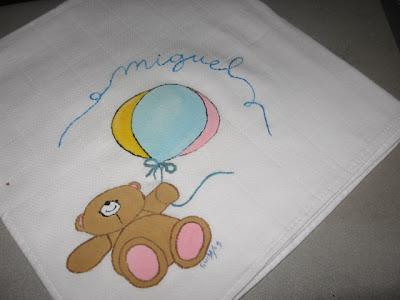 fralda de bébé pintada á mão