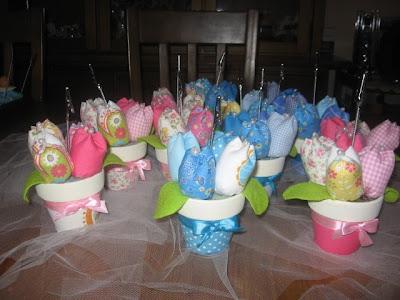 vasinhos com flores de tecido