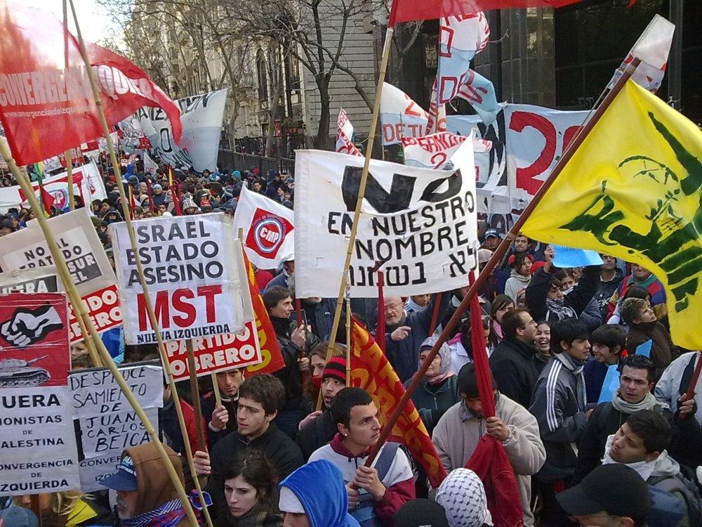 http://2.bp.blogspot.com/_H4PePy1_dGE/TRuaDP4Q3LI/AAAAAAAAAr8/TBJEmdmkhTo/s1600/Piqueteros%2Bargentinos.jpg
