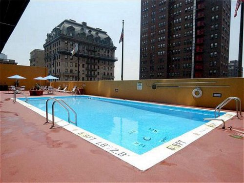 holiday inn express midtown philadelphia rooftop pool