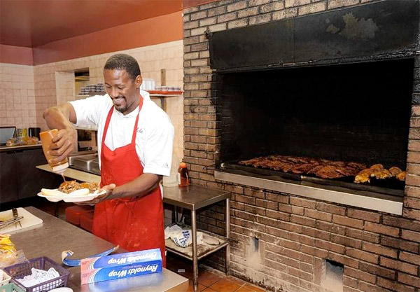 freddie mitchell in brothers' bar-b-q in lakeland