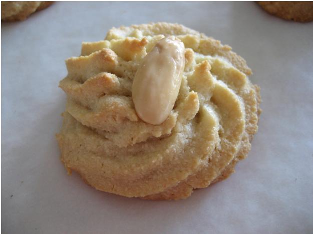 Cookie Crumbs: Amygdalota - Greek Almond Cookies