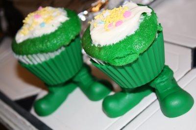 [Cupcake+Lepracaun+feet.JPG]