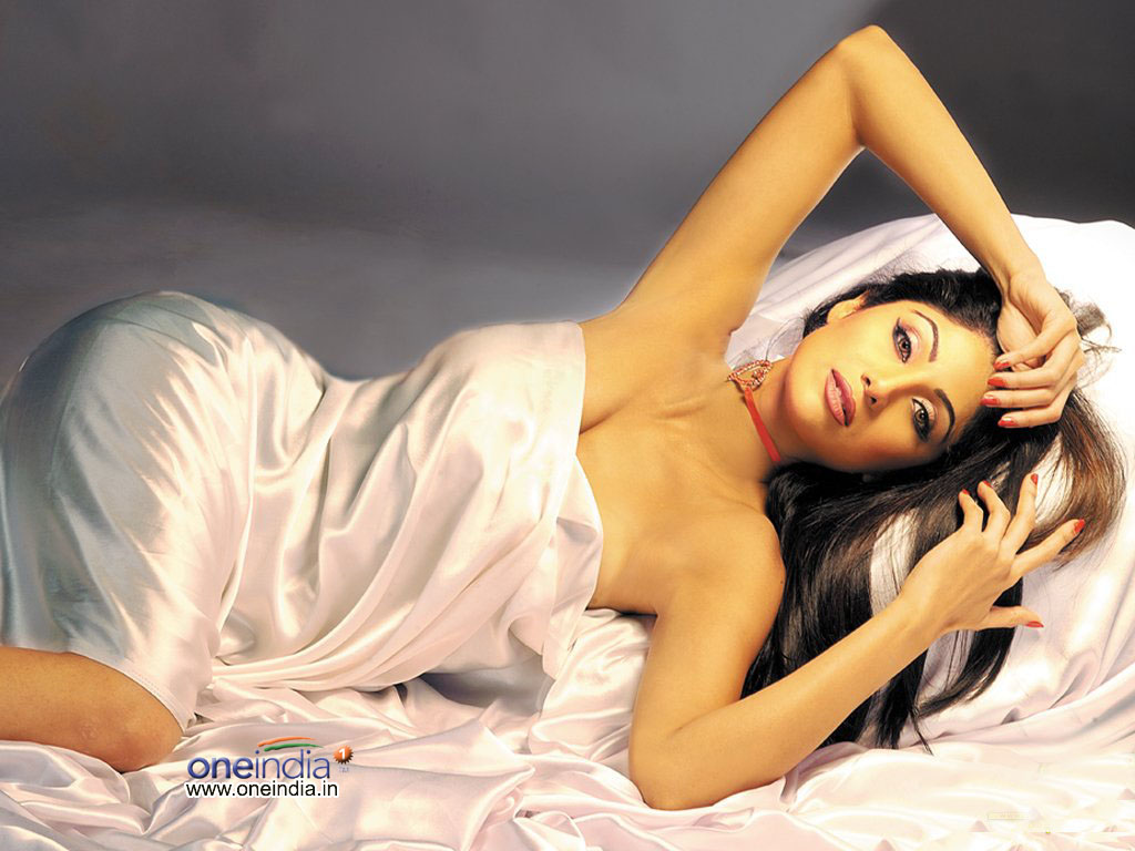 SEXY HOT ACTRESS WALLPAPERS : SHILPA SHETTY NUDE WALLPAPERS AND PHOTOS