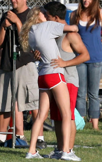 taylor taylor kissing+%25287%2529 Taylor Swift Photo Gallery looking Hot