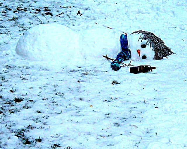 Amazing Drunk Snowmen Seen On www.coolpicturegallery.us
