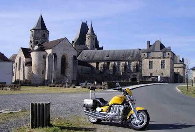 Château de Jumilhac photo by Nomad www.ridersrest.net