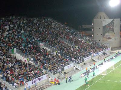 Imagem da Ola Mexicana, celebrada no topo norte do Estádio Algarve