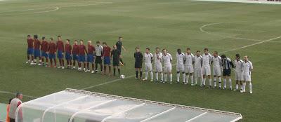 Apresentação das equipas no Estádio Algarve, sem o habitual hino do Farense em fundo...