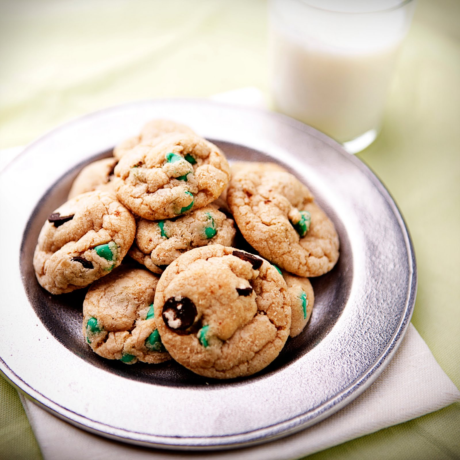 Confessions of a Bake-aholic: Mint Chocolate Chip Cookies