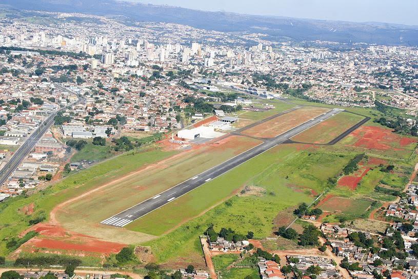 Aeroporto Sorocaba : Aeroporto de fortaleza pouso avião com pneu estourado