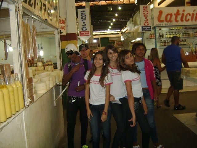 Visita dos alunos ao Mercado M.de Montes Claros
