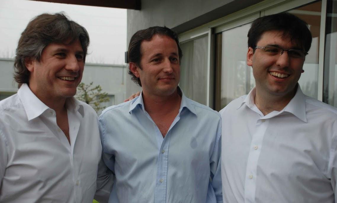 http://2.bp.blogspot.com/_HMtly2qfpKY/TFbTL29u4wI/AAAAAAAAC6g/BCOPf1cgiTE/s1138/Insaurralde,+Boudou+y+Bossio.JPG