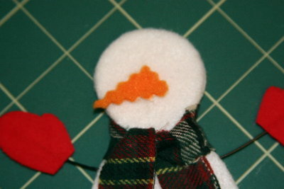 how to make a snowman nose with felt