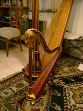 Arpa Erard en miniatura. Se obsequiaba con el instrumento original