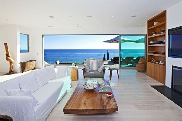 Cool arq house of the week malibu residence for Vacation home plans waterfront