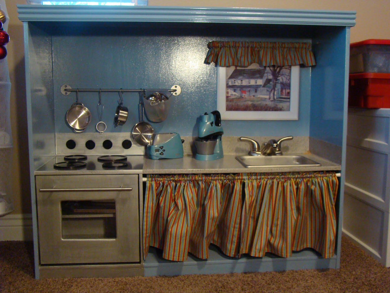 Crispy mom make a play kitchen out of your old for Diy kids kitchen ideas