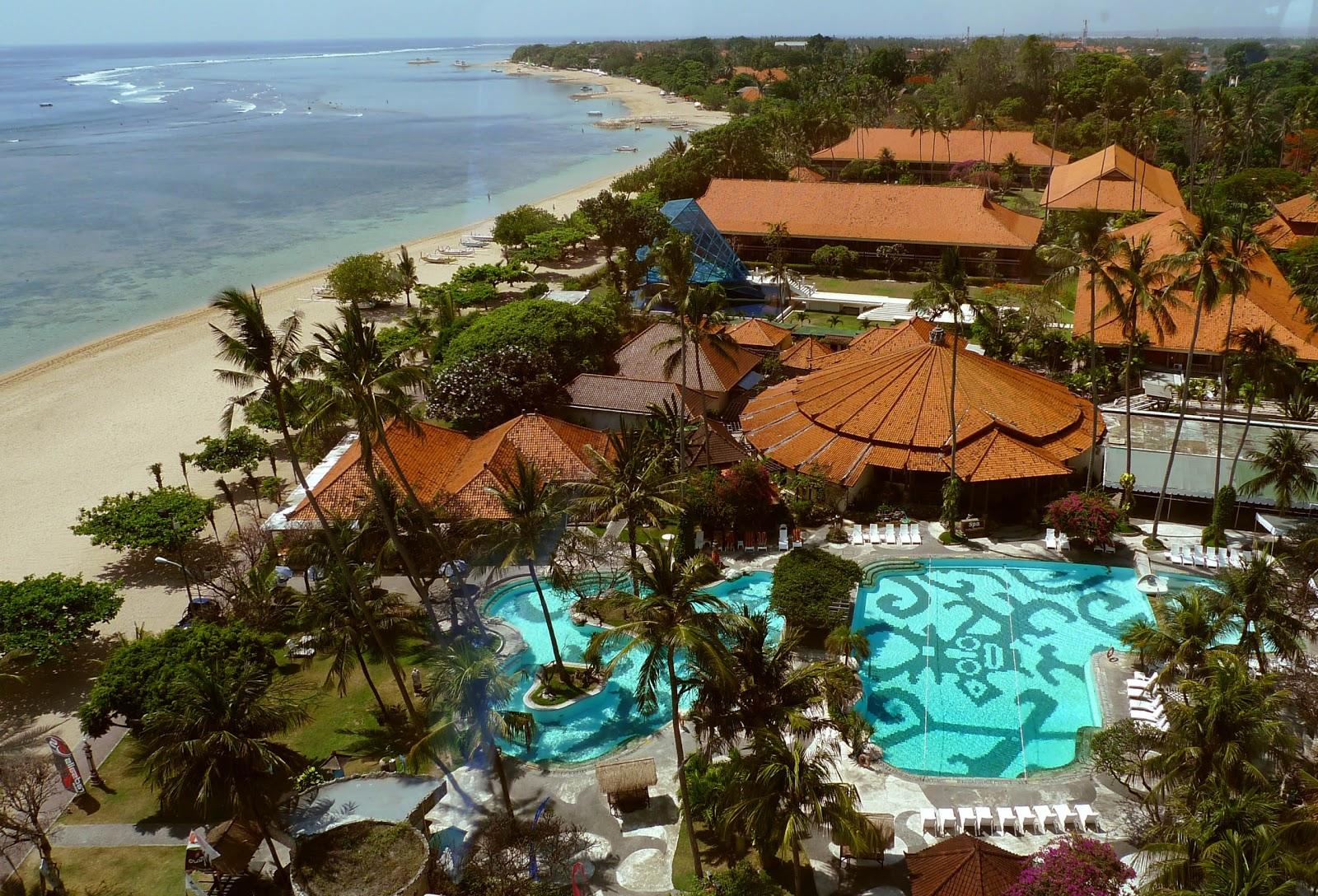 http://2.bp.blogspot.com/_HTYvANC5eiA/TNq_ev7p2CI/AAAAAAAAAJQ/FXWDPxpJ6I4/s1600/the+hotel+bali+beach.jpg
