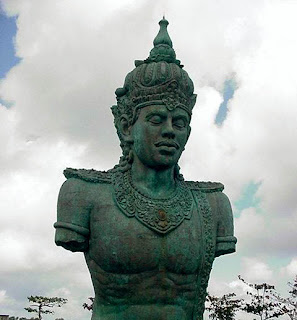 the statue of vishnu on garuda wisnu kencana