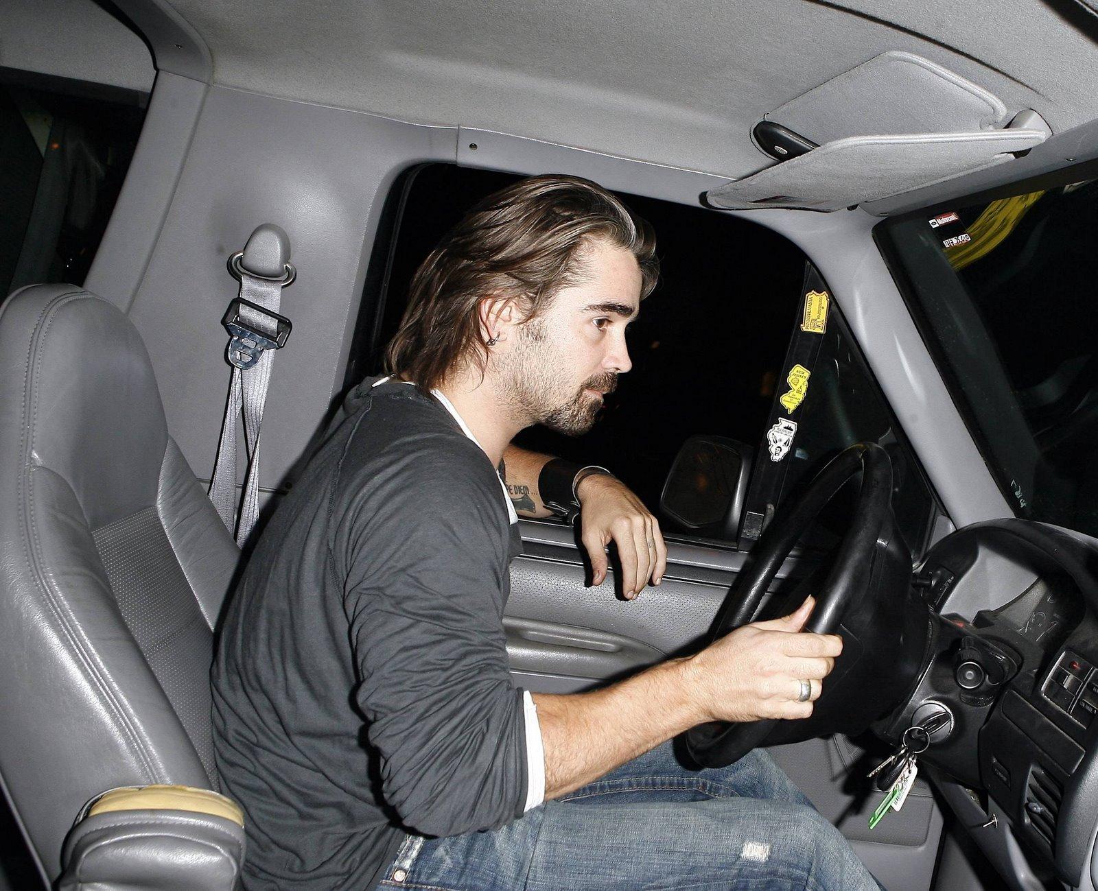 http://2.bp.blogspot.com/_HUPRWVprrhc/R1Bq3OGv1tI/AAAAAAAAAec/EYXJN_4h94Q/s1600-R/celebutopia_Colin+Farrell+driving+in+Los+Angeles_281107_01.jpg