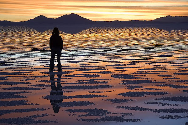 watching+sunset+at+Salar+de+Uyuni
