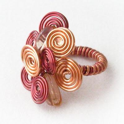 Video: Wire Wrap Jewelry Patterns | eHow UK
