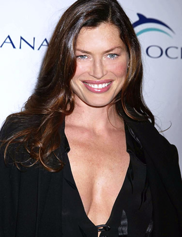 Carrie Otis Plus Size Model http://buddhistcelebrities.blogspot.com/2010/08/carre-otis.html