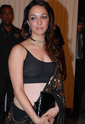 Nauheed Cyrusi in transparent clothes