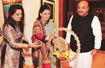 Sudhanshuji inaugurating Artspeaks India 2011 with Sushma Seth and Ashwini Bahadur