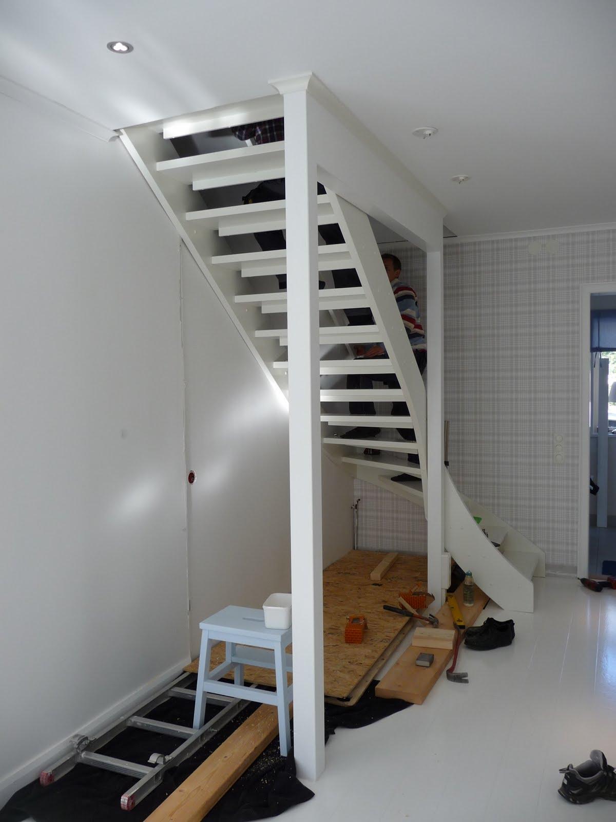 Vitt och blått: vi har blivit med trappa!