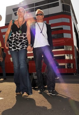 http://2.bp.blogspot.com/_H_RO9I3Dn1Q/SqvqstiiavI/AAAAAAAAAR8/wCTzDkYuay4/s400/Heikki+Kovalainen+wag+Catherine+Hyde.jpg