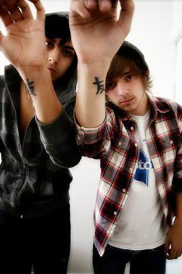 http://2.bp.blogspot.com/_HaDcoElLdc0/S1SGlTL6iBI/AAAAAAAABEk/pIqKkpfiskM/s400/friendship+tattoos.jpg