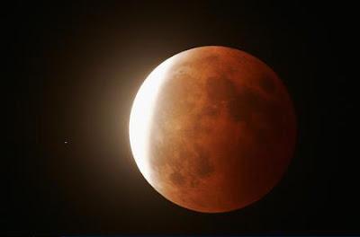紅色月食 - 紅色「月食」冬至登場