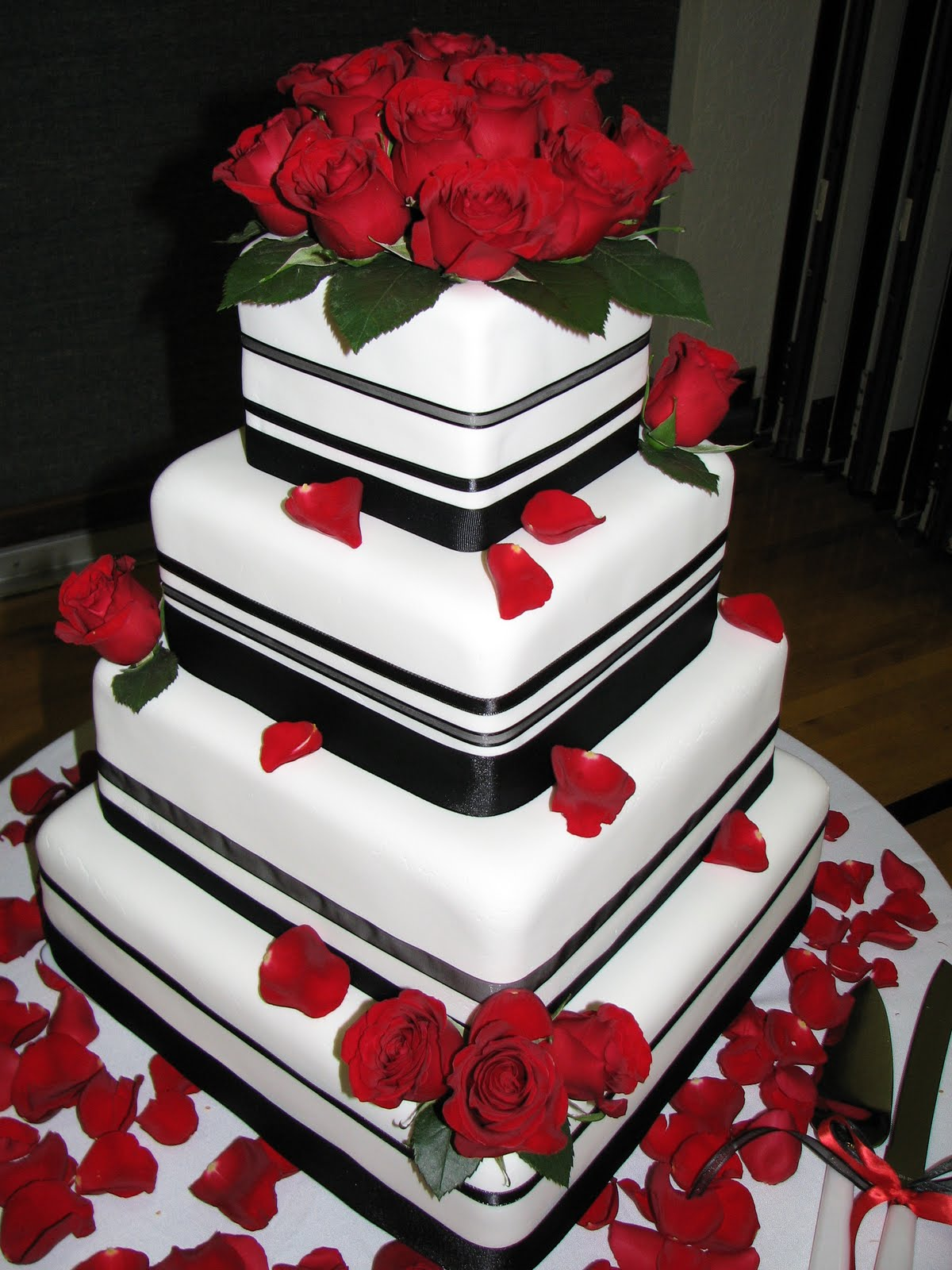 White Black And Red Wedding Cake Tinker Time Cake Designs