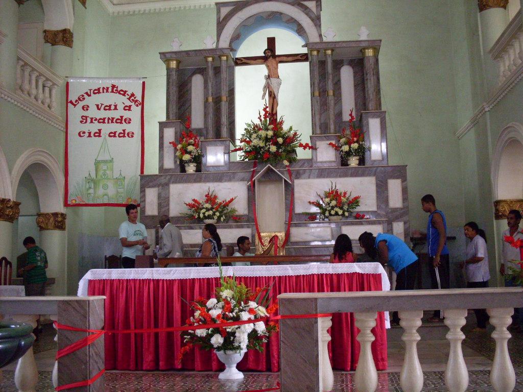 festa em bom jardim hoje:Altar-mor do Bom Jesus (ritual: passar aos pés da imagem e beijar a
