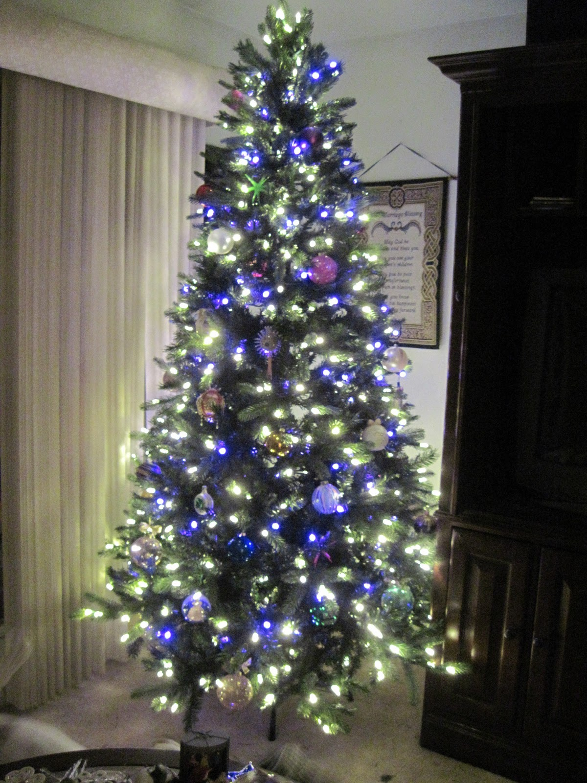 Confessions of a Holiday Junkie!: Oh Purple Christmas Tree...How ...