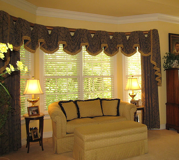 House of decor living room curtains and drapes for Living room valances