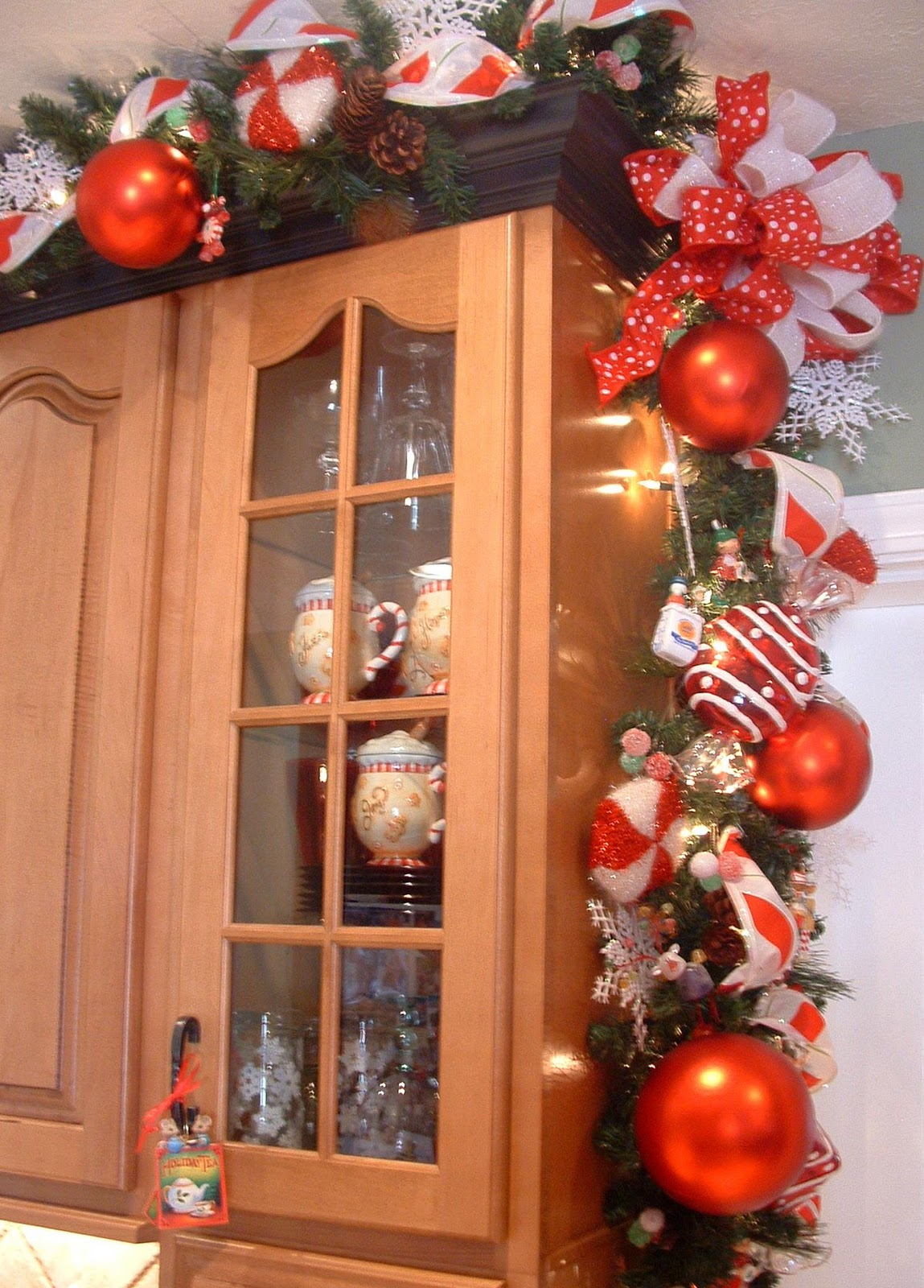 House of decor christmas d cor for the kitchen for Christmas decorations