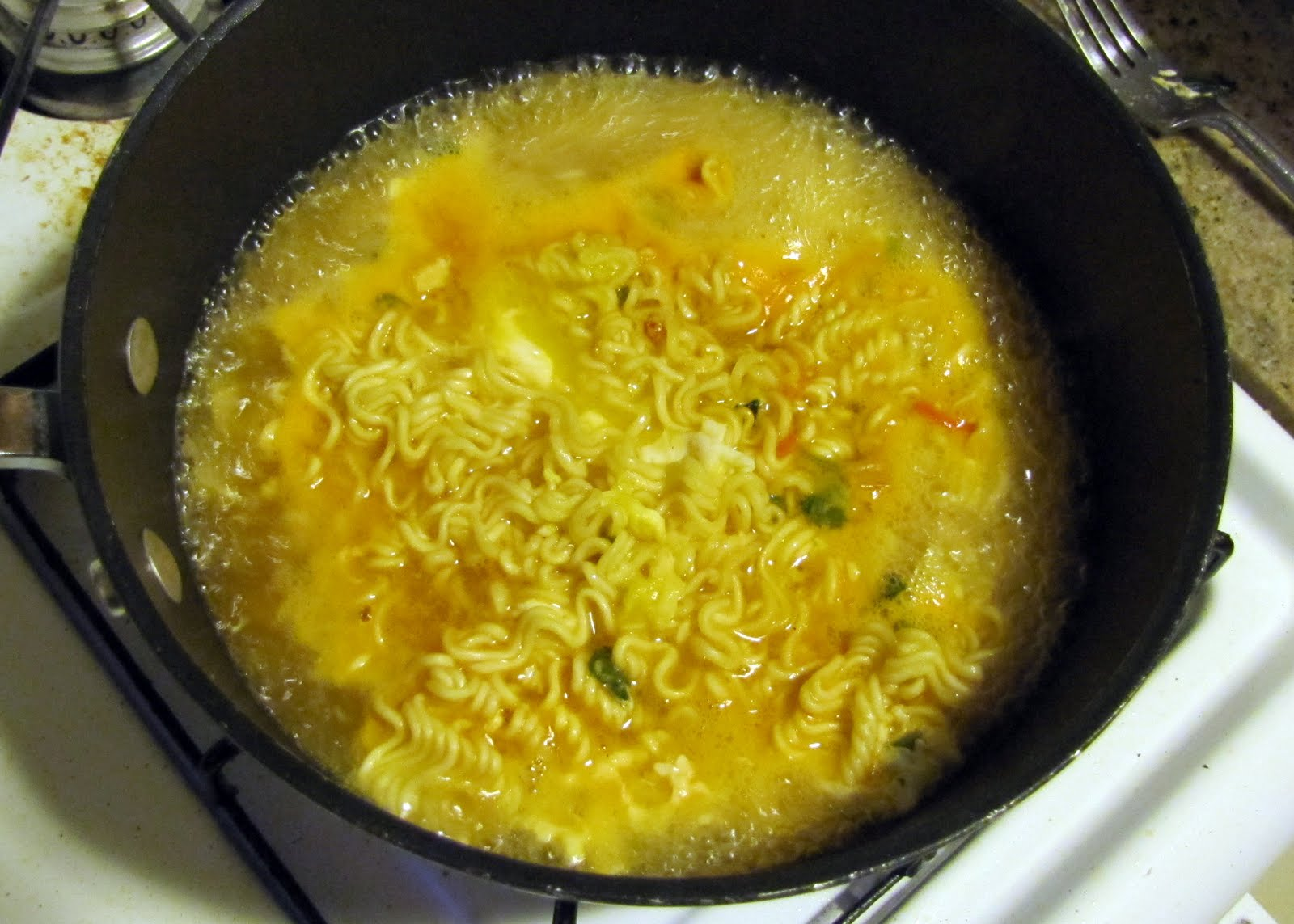 how to cook ramen noodles with an egg