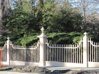 Architect design the lindens for Colonial fence designs