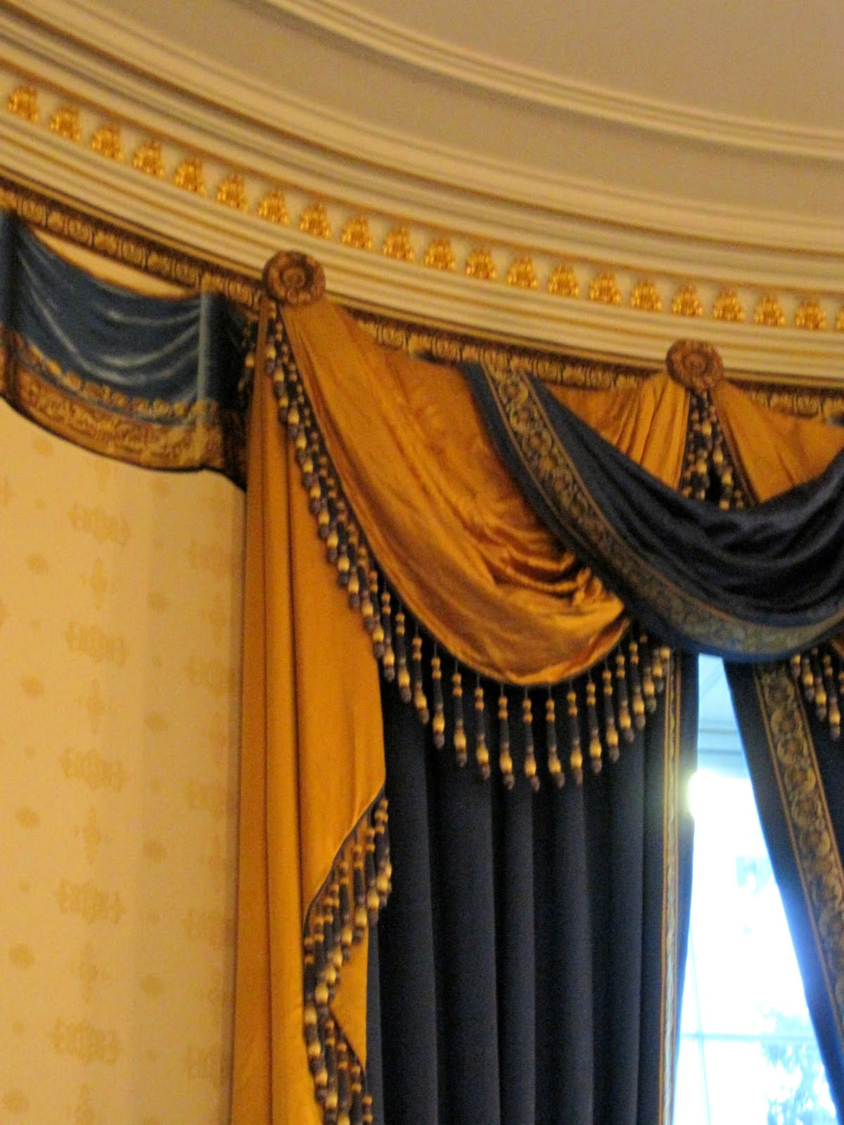 White house red blue and green rooms real estate decor blog 39 s - House curtains design pictures ...