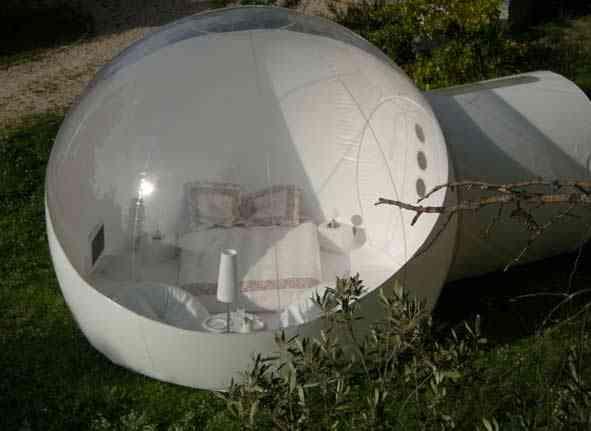 id es loisirs et tourisme dormir dans une bulle transparente. Black Bedroom Furniture Sets. Home Design Ideas
