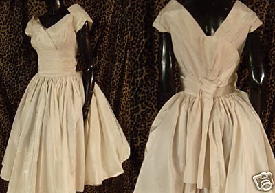 Vintage Wedding Outfits on 2000 Dollar Budget Wedding  Vintage Wedding Dresses