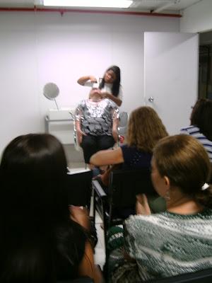 Demonstração no Curso de Maquiagem Payout